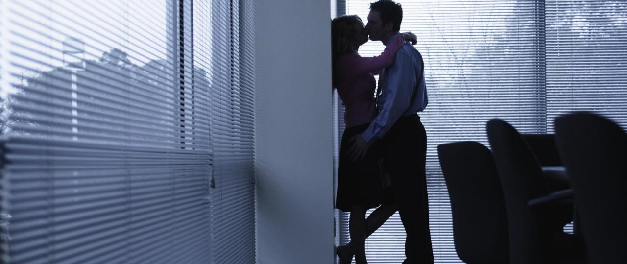 Women in the workplace, face with, deal with: You (surely) risk falling in love at work